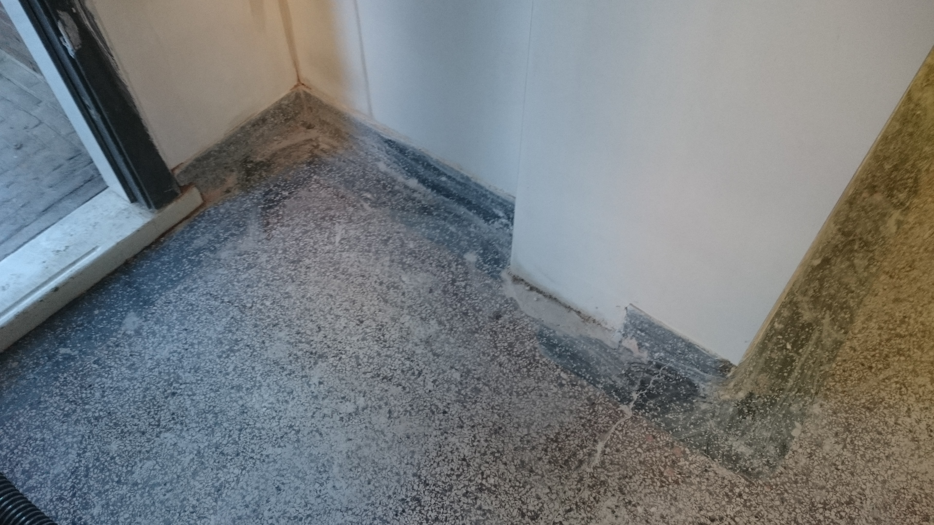 Terrazzo vloer schuren